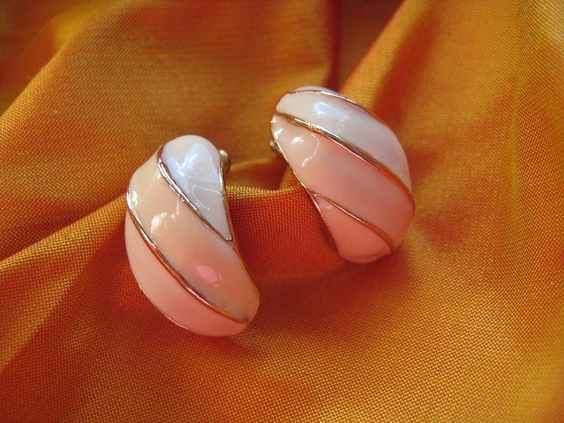 Pearly enamel earrings
