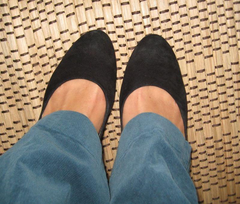 MegMo black shoe2