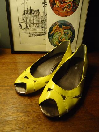 4-24-11_yellowshoes