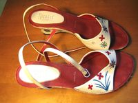 Flower-painted_sandals