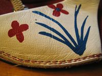 Flower-painted_sandal_detail